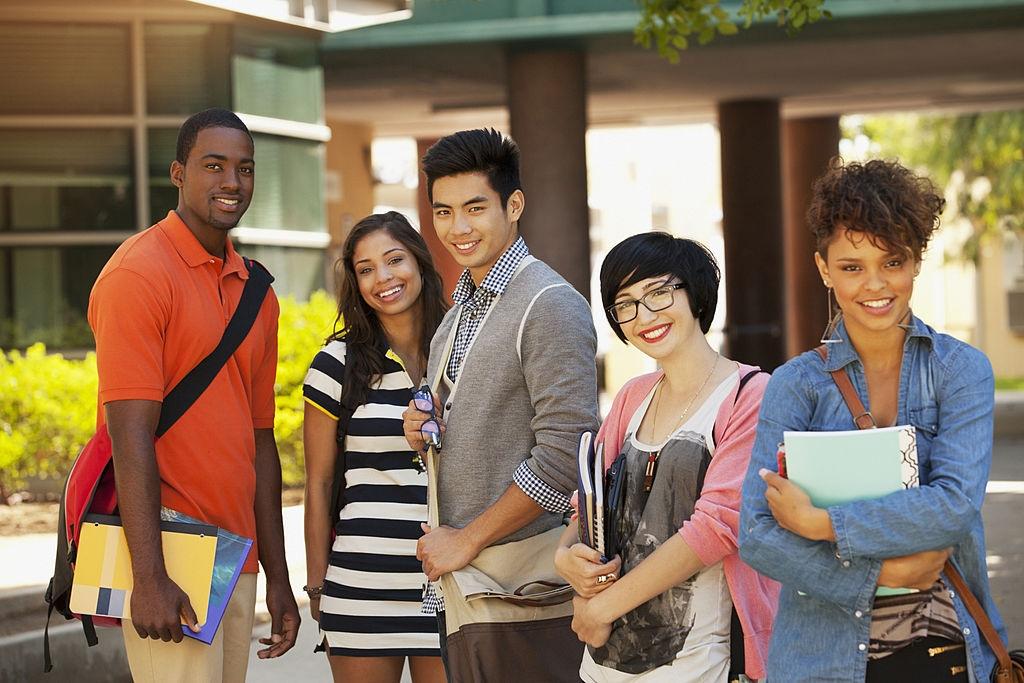 المنح الدراسية لكبار السن في المدرسة الثانوية 2020/2021 بوابة تحديثات التطبيق