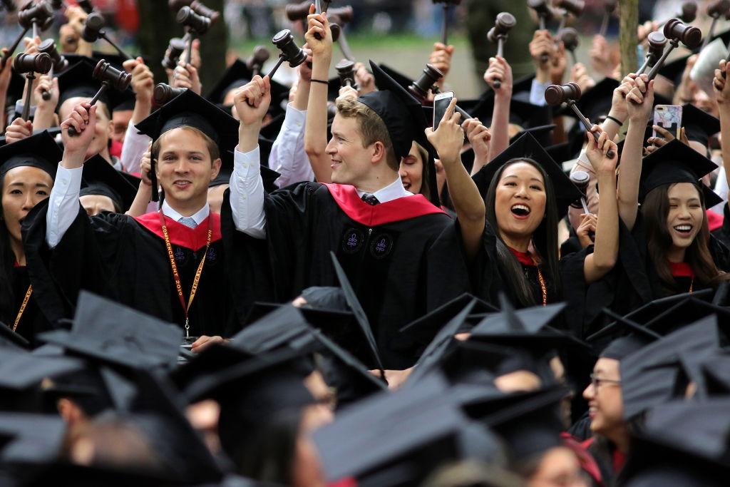 الإعلان عن الطلبات المختارة لمنحة الدراسات العليا لفانير كندا (CGS)