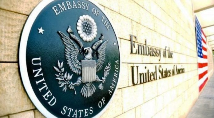 Controleer de kandidaat van de Amerikaanse ambassade op de shortlist