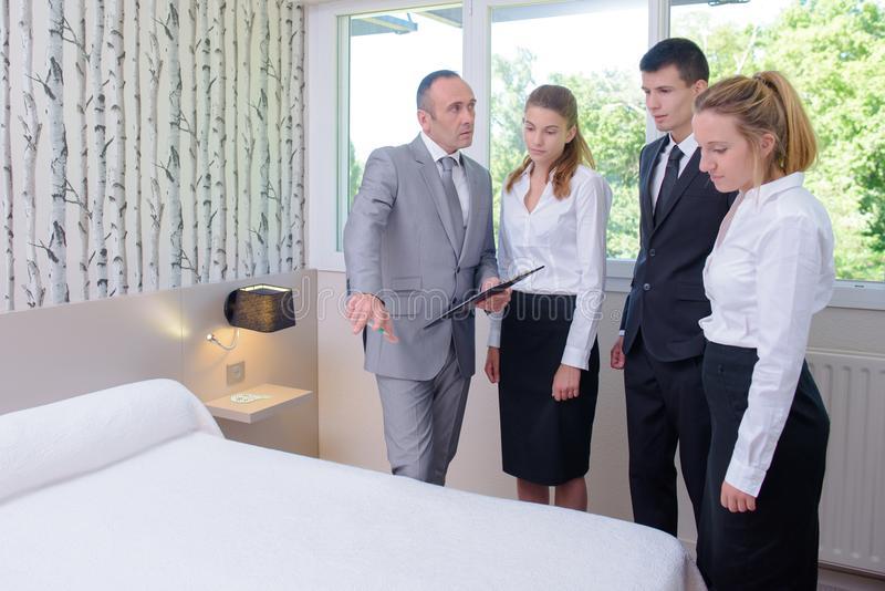 دورات إدارة الفنادق: النطاق وفرص العمل والراتب