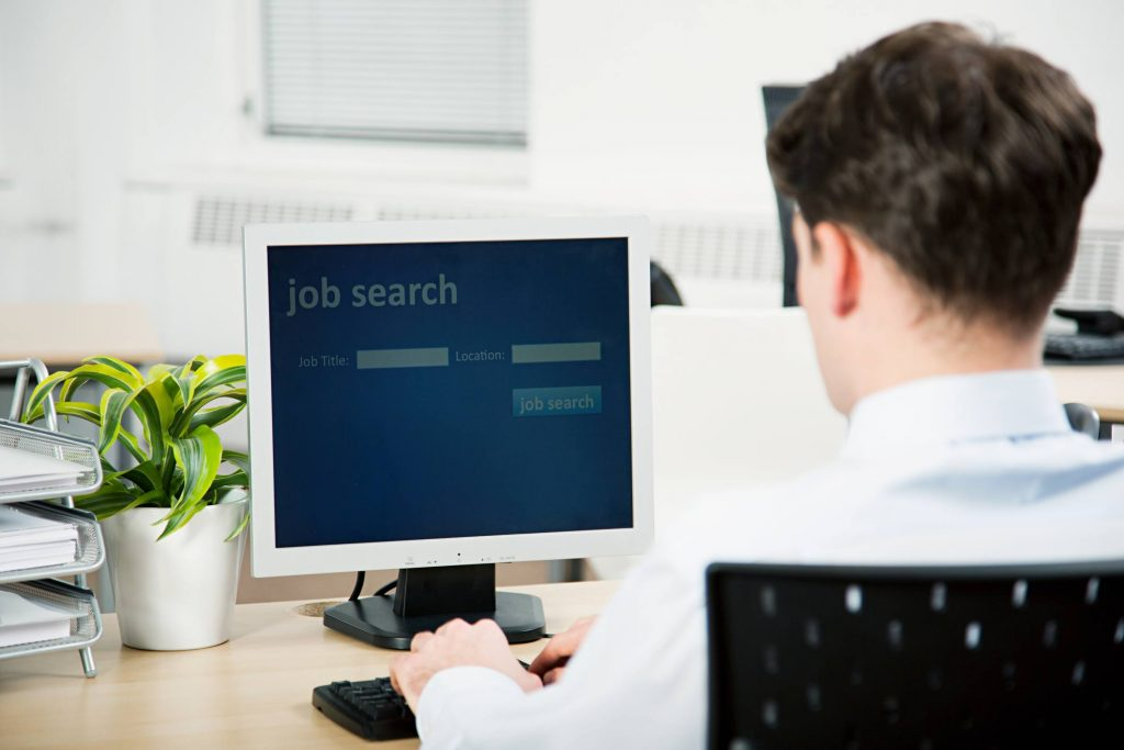 How to Find a Job in a Smarter Way than Other Job Seekers