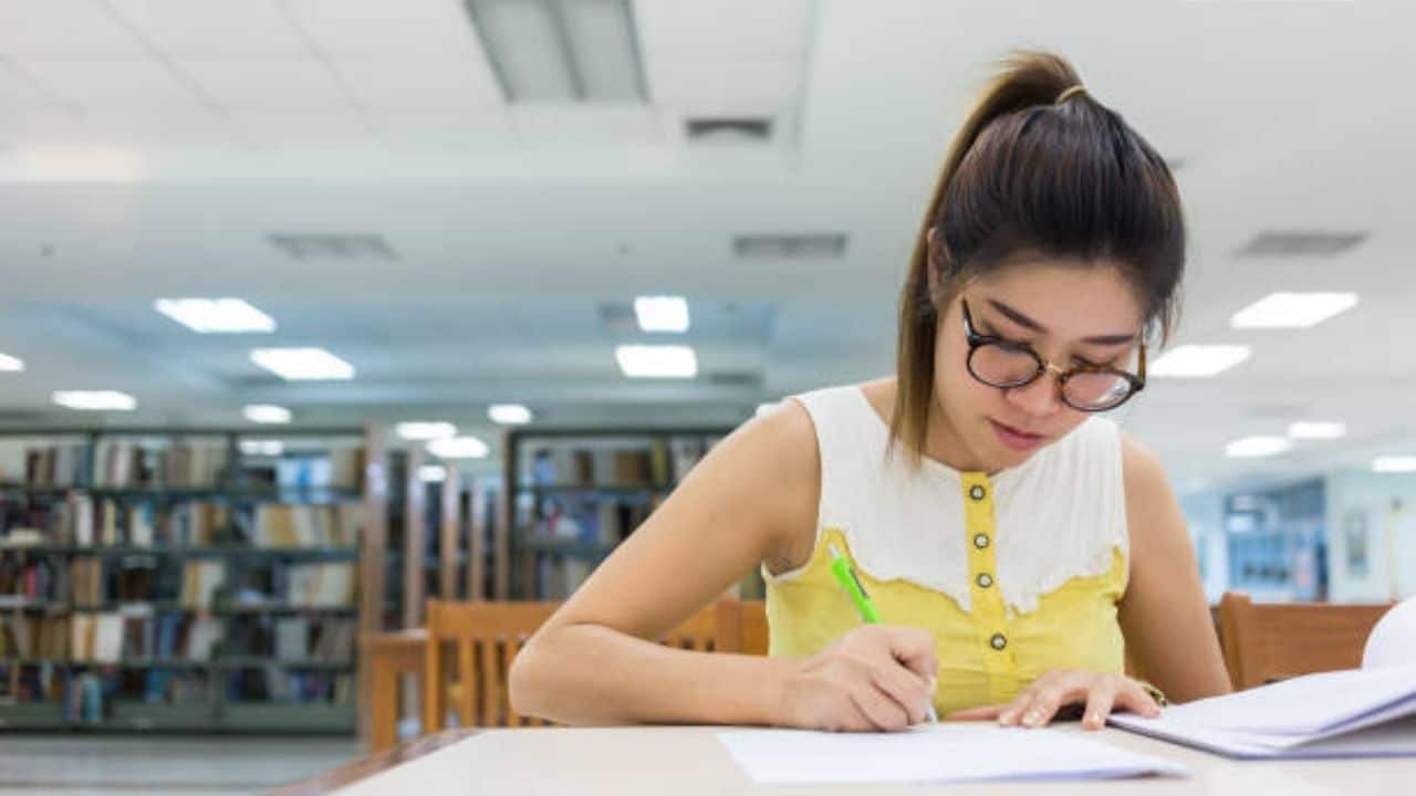 Less Competitive Scholarship Programs 2021 for College Students