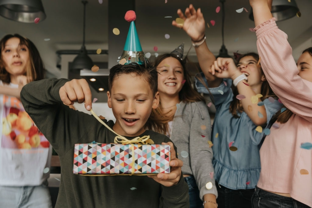 Short, Sweet, and Meaningful Birthday Wishes for Special Friends